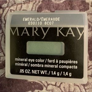 Emerald mineral eye color